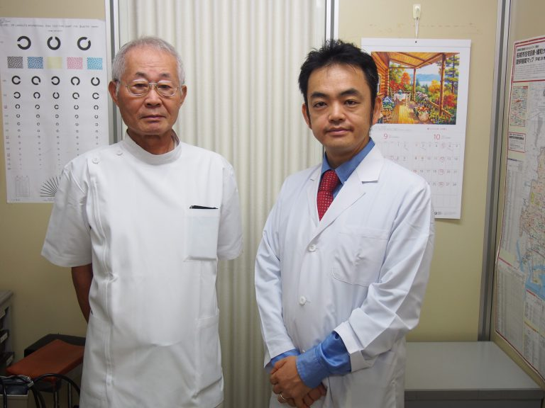 中條秀夫前理事長と高橋宏和現理事長で記念写真